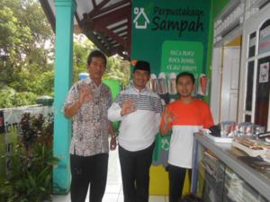 Sabtu, 15 Oktober 2016 Perpustakaan Sampah menerima Kunjungan Lurah Pamoyanan Bpk. Makmur Sofyan dan Camat Bogor Selatan Bpk. Sujatmiko